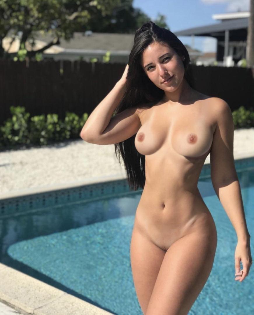 Nackt angi varona Angie Varona